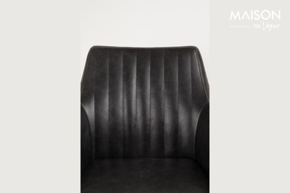 Le fauteuil Pike noir en similicuir apporte une touche d\'élégance et de raffinement à votre