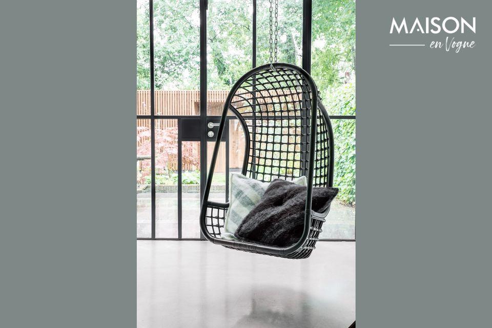 Une élégante chaise suspendue pour un confort optimal