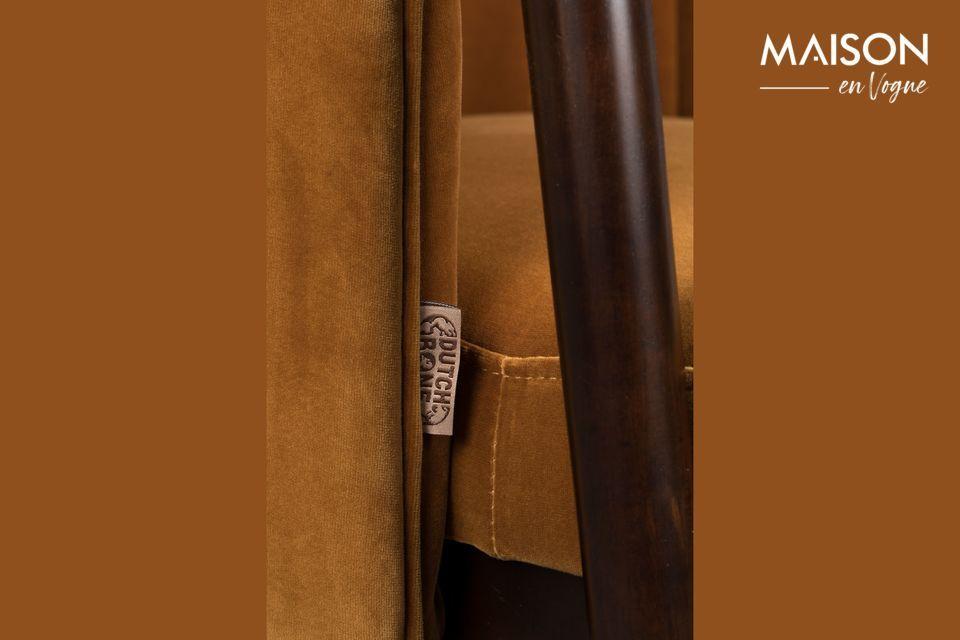 De discrètes coutures verticales sur le dossier lui donnent un look classique
