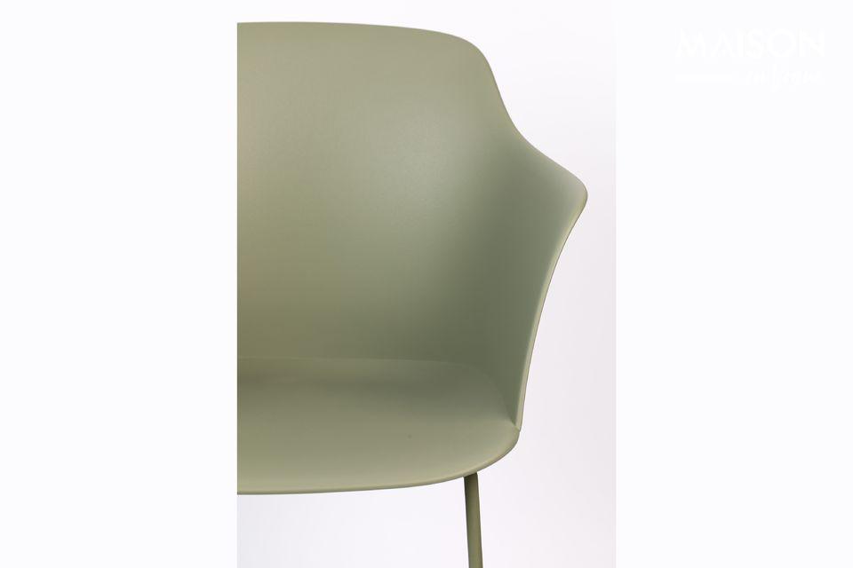 Une chaise moderne à l'allure industrielle