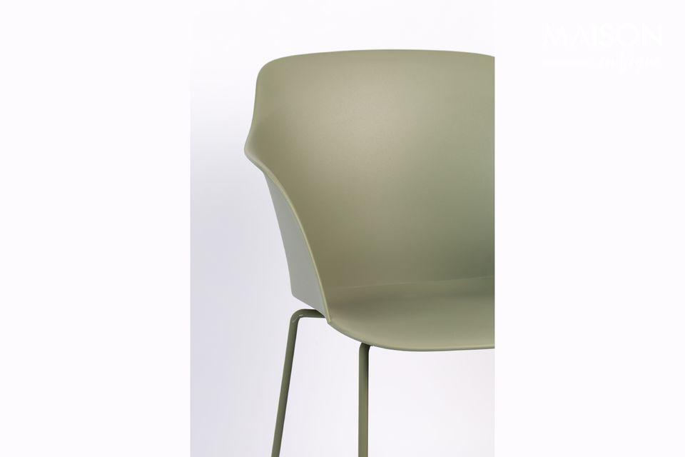 Cette chaise Tango Green imaginée par White label vous assure un esprit industriel dans votre