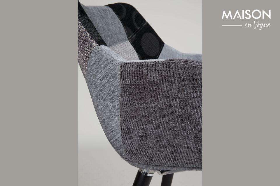 Garni d\'une mousse dense, ce siège offre un mix parfait entre confort et style