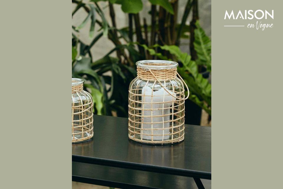Cette lanterne en bambou de 27 cm est composée d\'une poignée tressée de couleur naturelle et