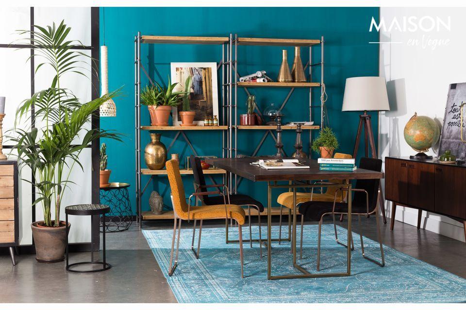 Une table de salle à manger au design naturel avec chevrons