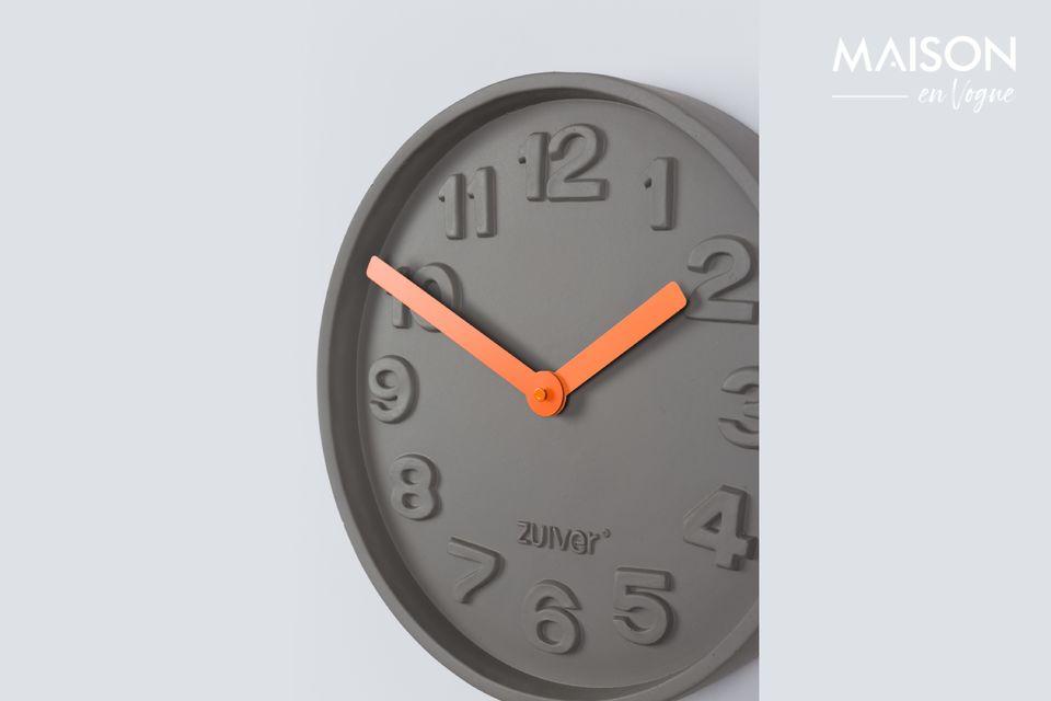 L\'horloge Concrete Time orange fait plus que donner l\'heure