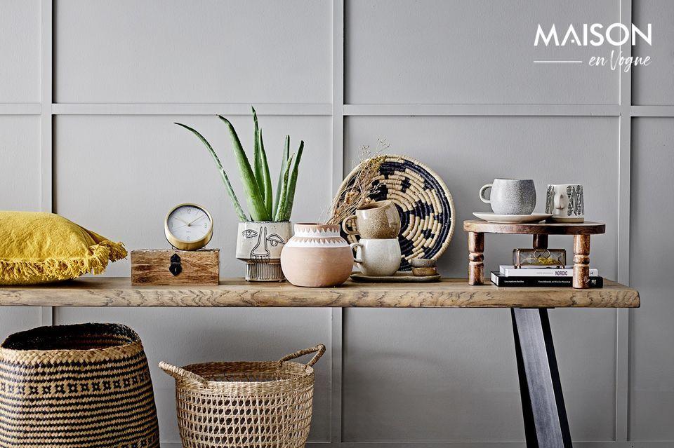 Une petite horloge à poser minimaliste et contemporaine