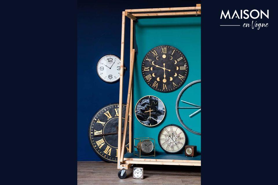 Cette horloge en métal
