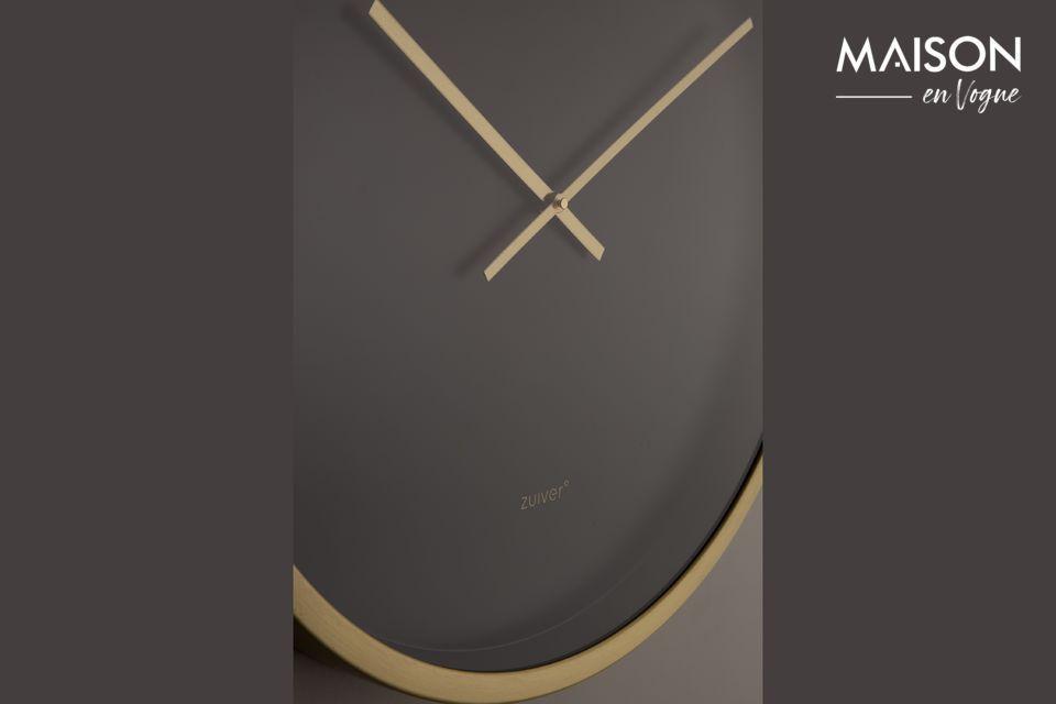 Une grande horloge au design moderne