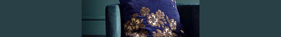 Mise en avant matière Housse de coussin Flower en velours avec broderie