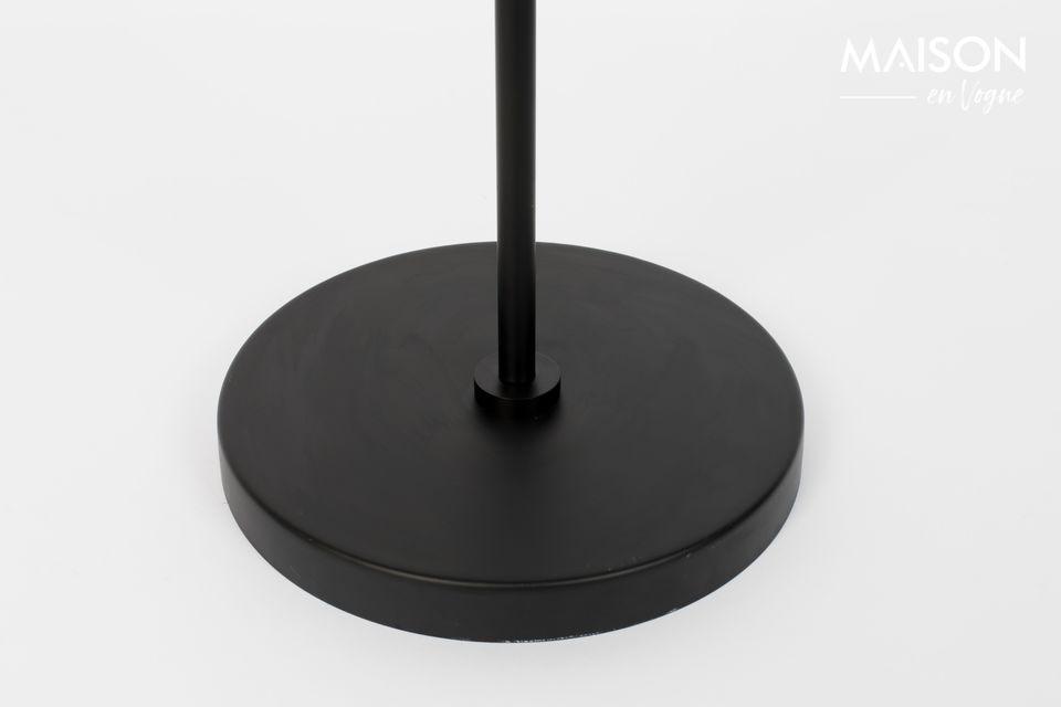 Ce modèle inspiré par White label living s\'intègre naturellement dans un loft ou comme lampe
