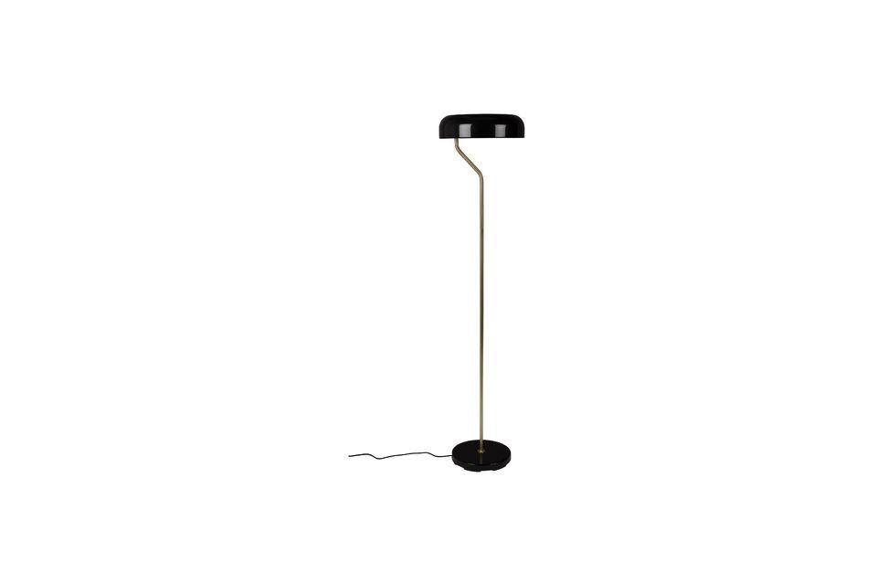 Fin et discret, ce lampadaire vous ravira par son design épuré mais charmant