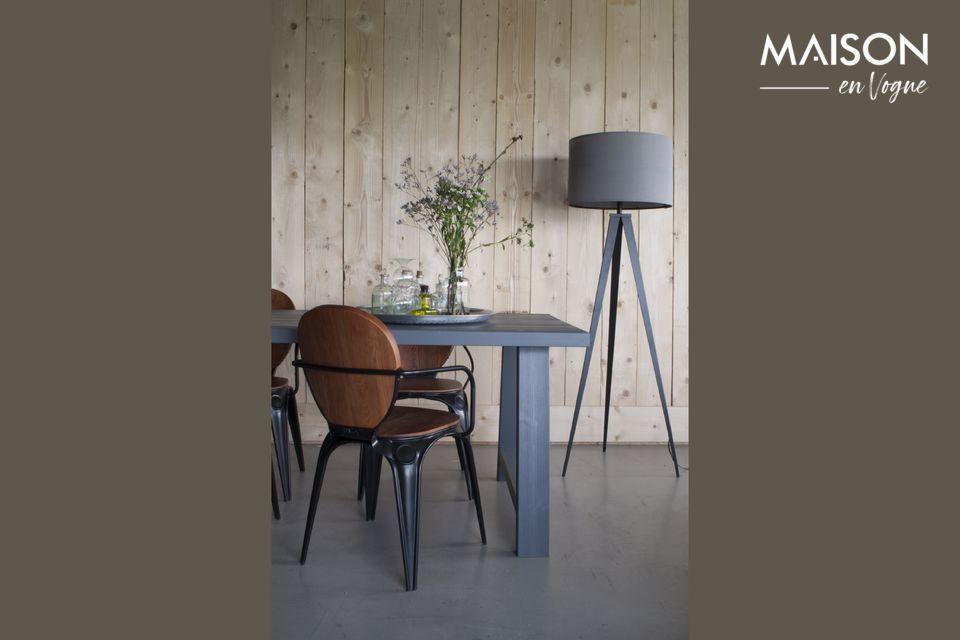 Un lampadaire au design moderne et élégant