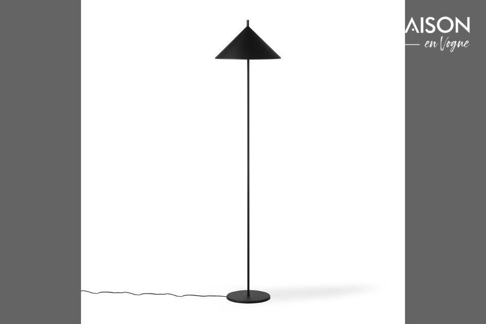 Un lampadaire au design géométrique