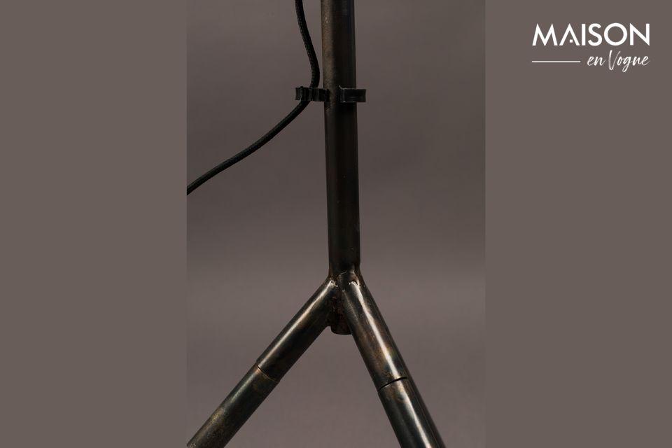 Ce design authentique fait penser à un éclairage de studio, idéal pour un intérieur moderne