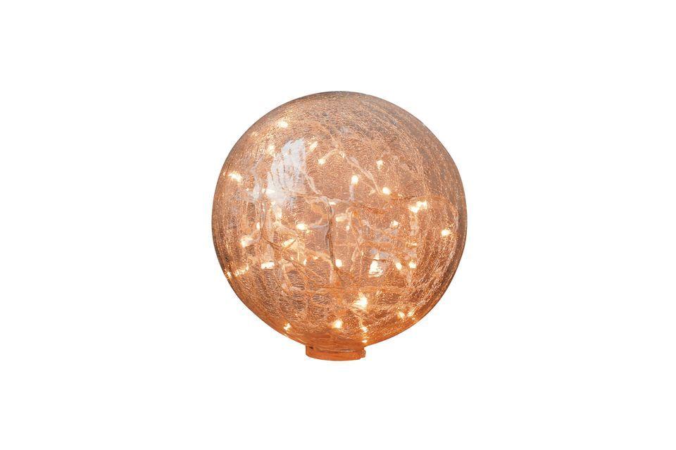Cette lampe à poser 25 cm boule verre clair craquelé dévoile un effet lumineux chaleureux avec la
