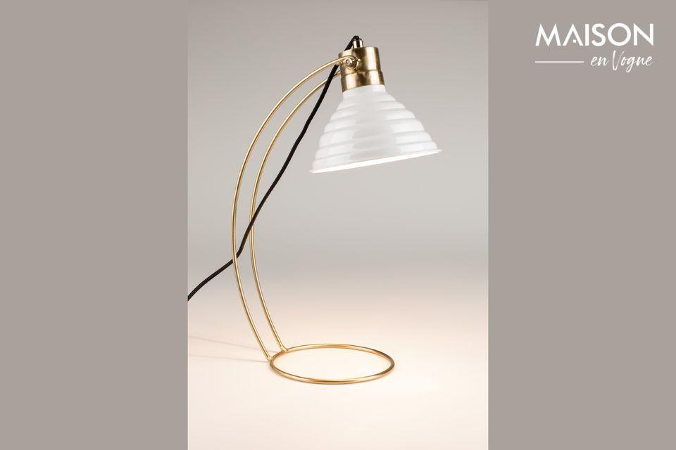 Un très joli design pour cette lampe moderne et esthétique.