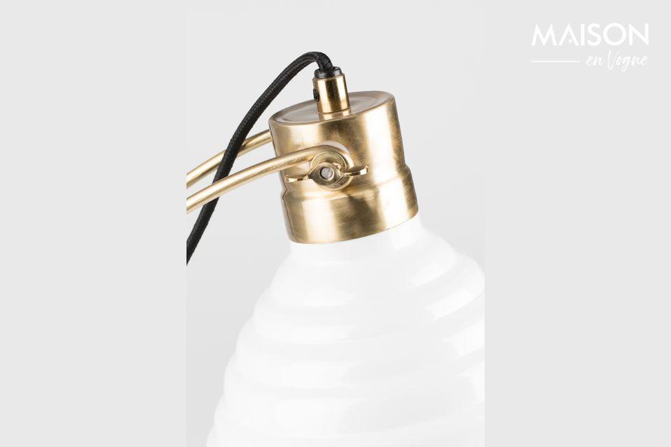 Un look raffiné pour cette lampe de bureau