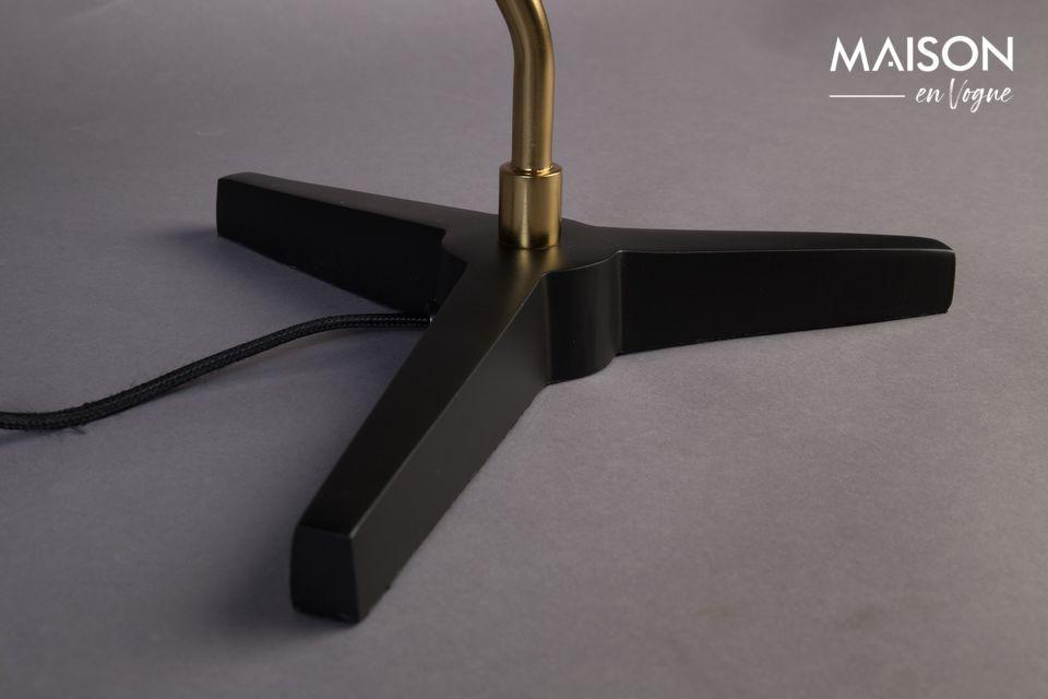 Le large diffuseur est également en métal noir mat