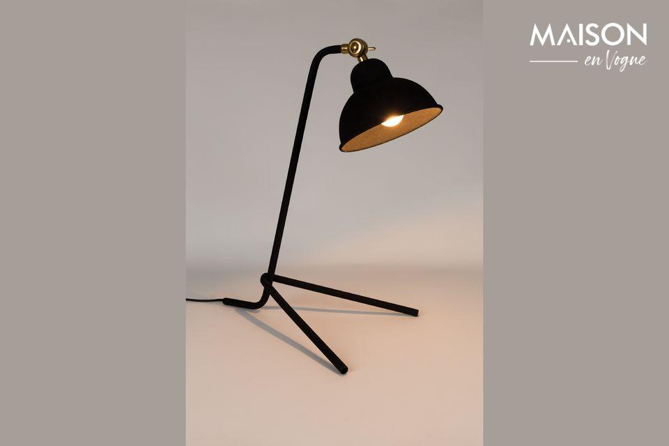 Une belle lampe de bureau sobre mais élégante.
