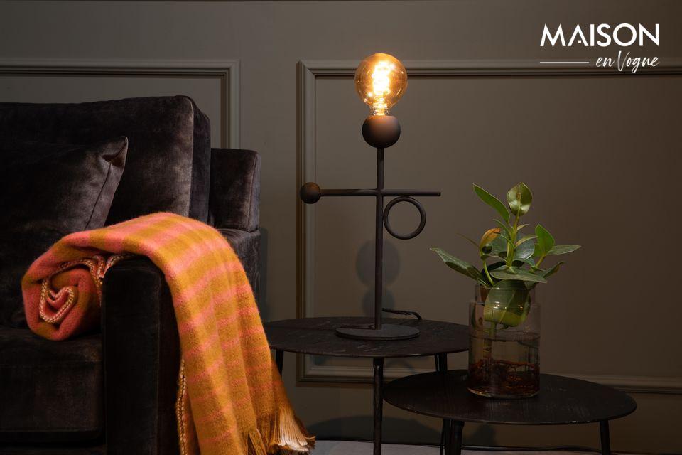 La lampe de bureau Loyd de Dutchbone vous propose aujourd\'hui d\'associer la simplicité d\'un