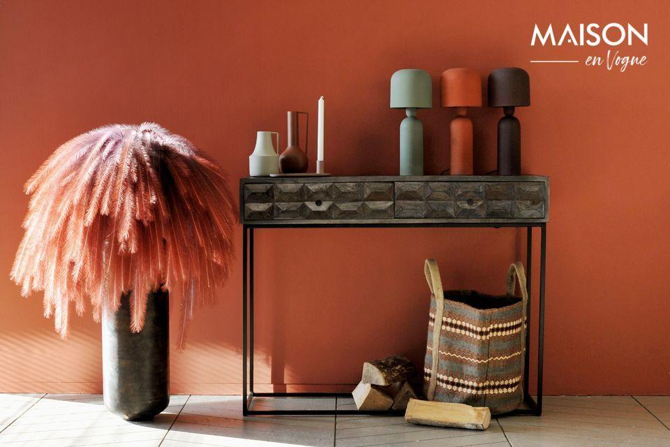 Une lampe de table aux formes épurées, dans un coloris terracotta