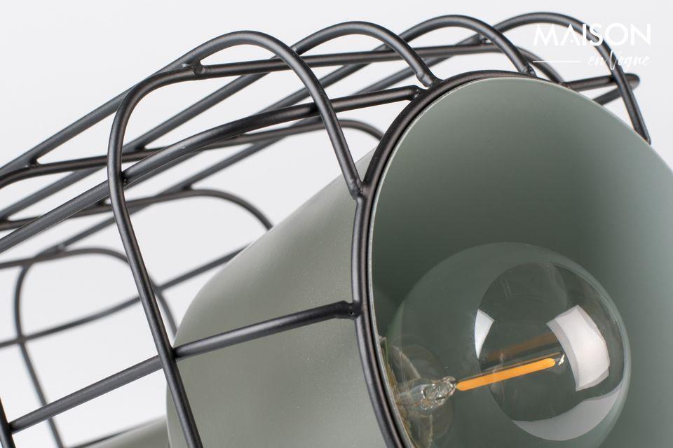 Une lampe à poser très design dans un style industriel chic qui rappelle un projecteur de cinéma