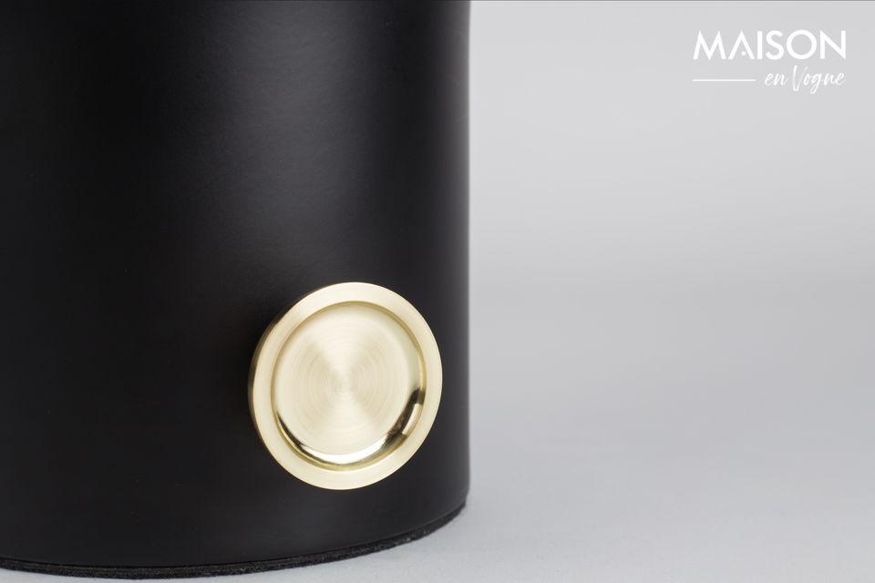 La lampe de table Moody noir est un accessoire utile, élégant et raffiné