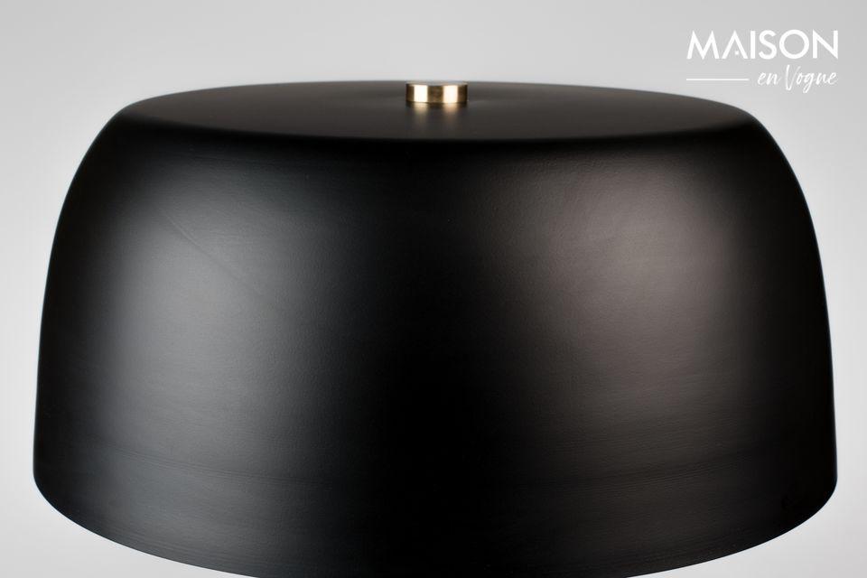 Cette lampe de table Muras noire et tricolore révèle un design soigné aux finitions lisses et