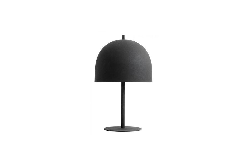 Cette jolie lampe de la marque Nordal est en métal laqué noir mat