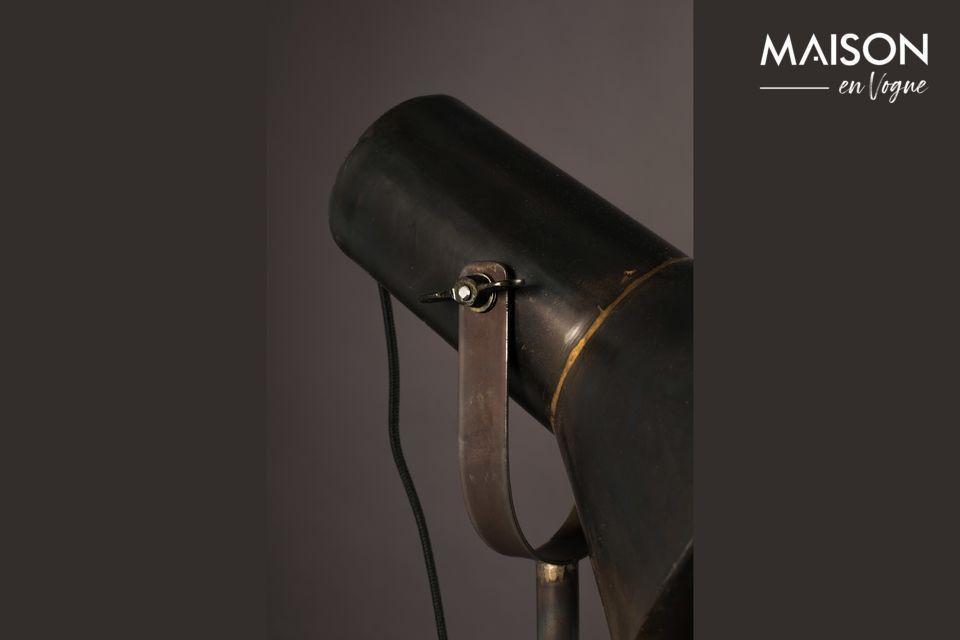 Elle se veut très pratique avec son diffuseur inclinable, qui offre un grand confort d\'éclairage