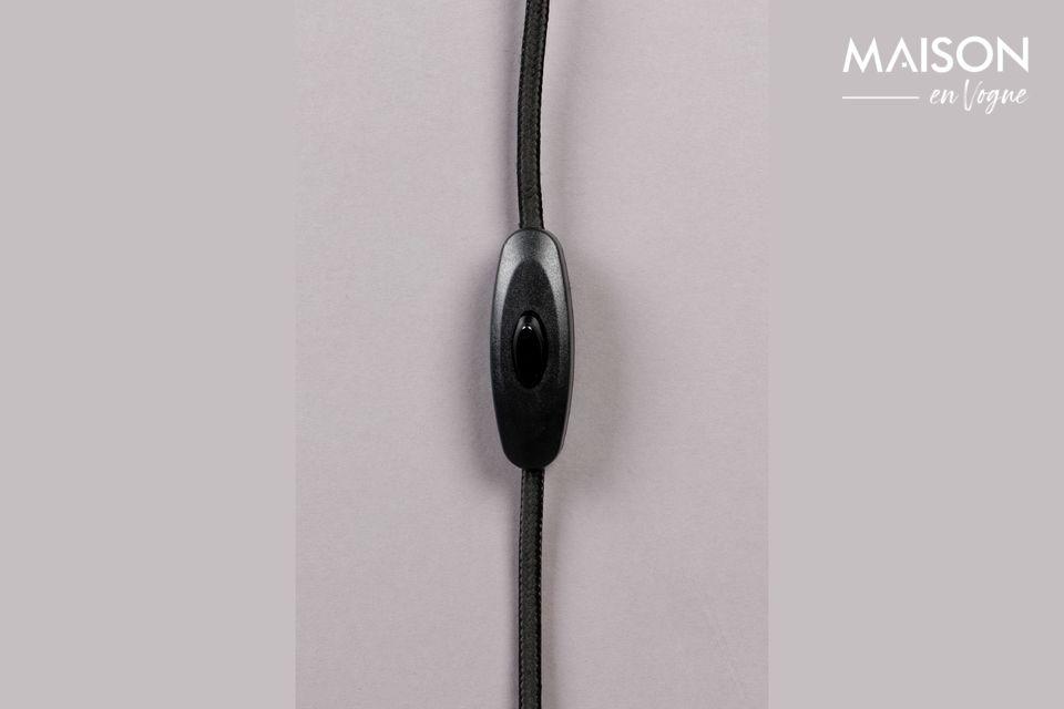 La lampe de table Suoni rouge apportera à votre intérieur une ambiance à la fois douce et