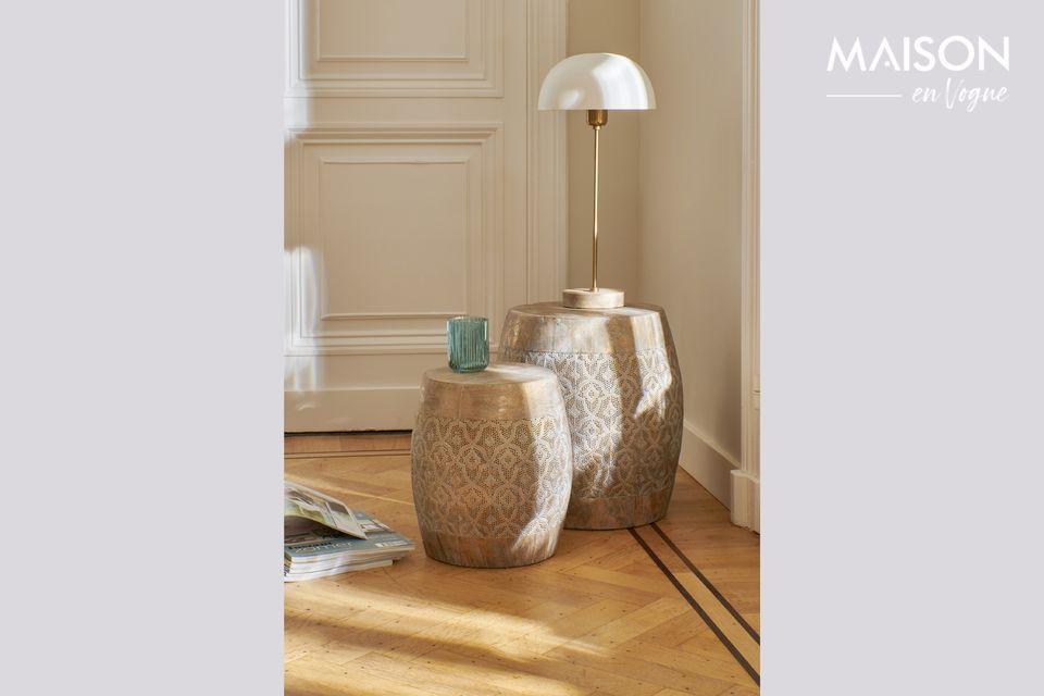Une lampe élégante à poser sur un bureau ou une table pour un dîner.