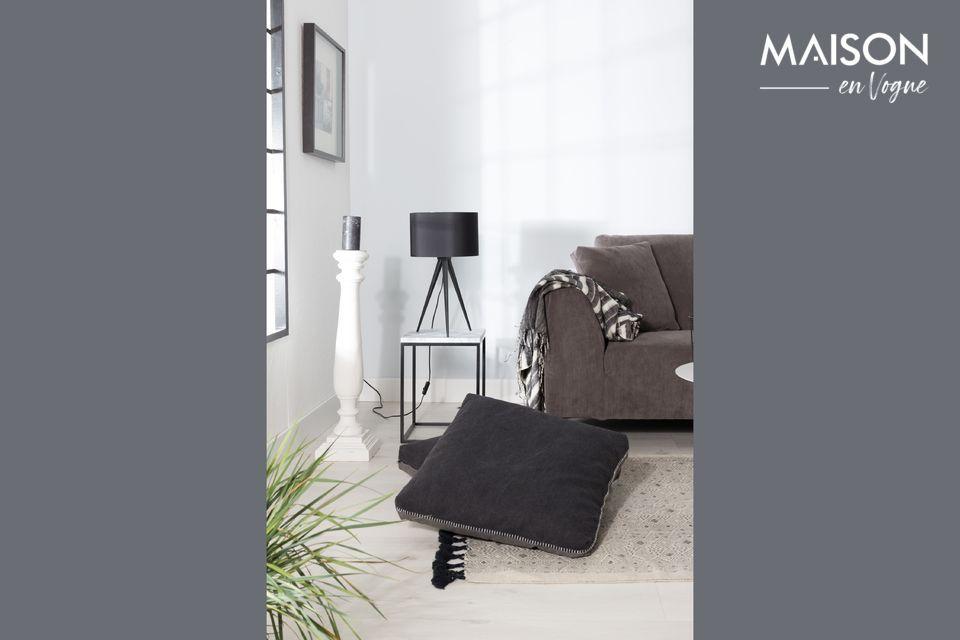 Une lampe à poser très élégante, de couleur noire