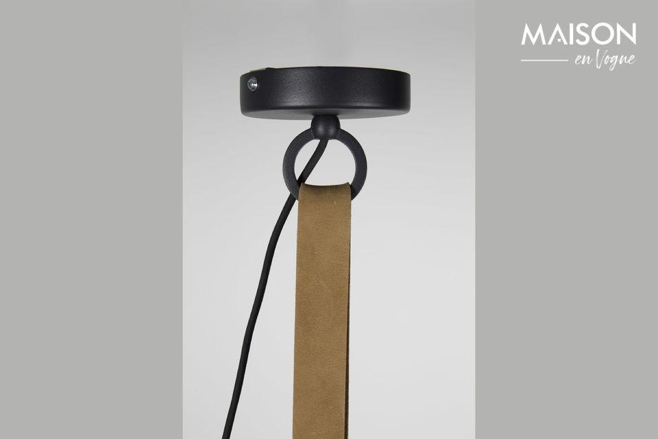 Audacieux mélange de matières, la suspension Dek 51 Anthracite est une pièce moderne et stylée