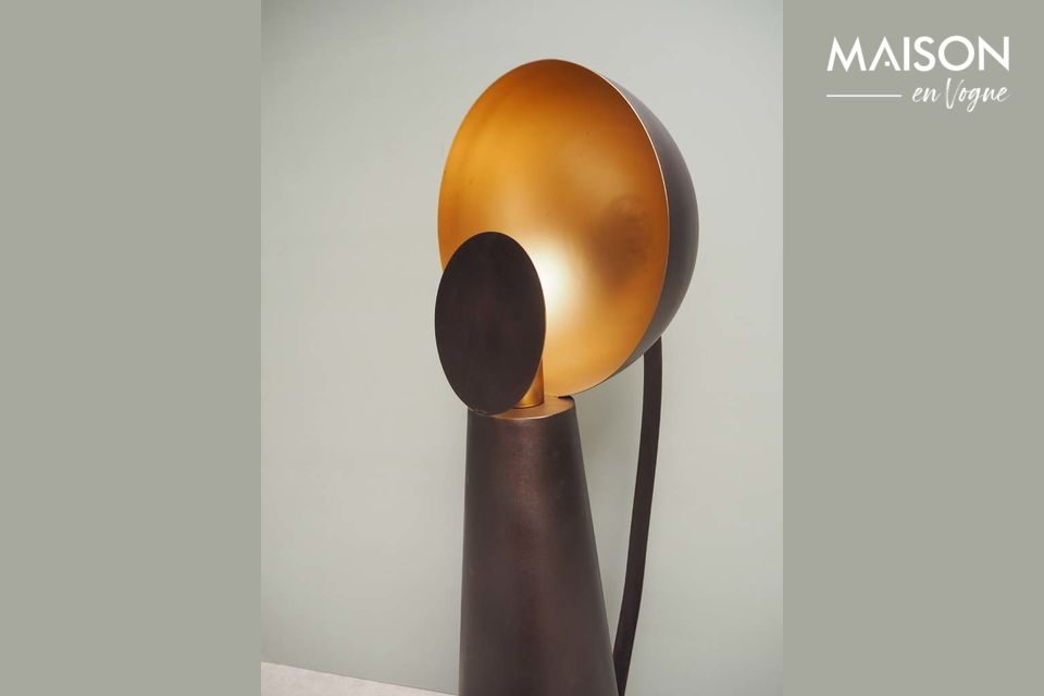 Cette lampe à poser en métal noir simule le jeu — Hide & Seek