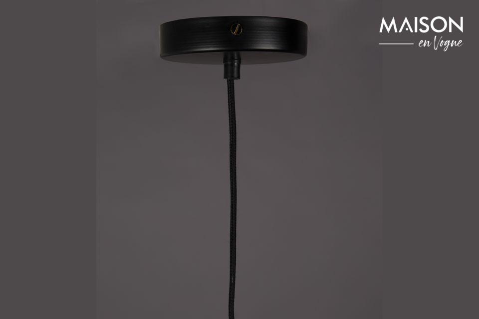 Cette lampe suspendue Cubo peut être réglée au niveau de la hauteur