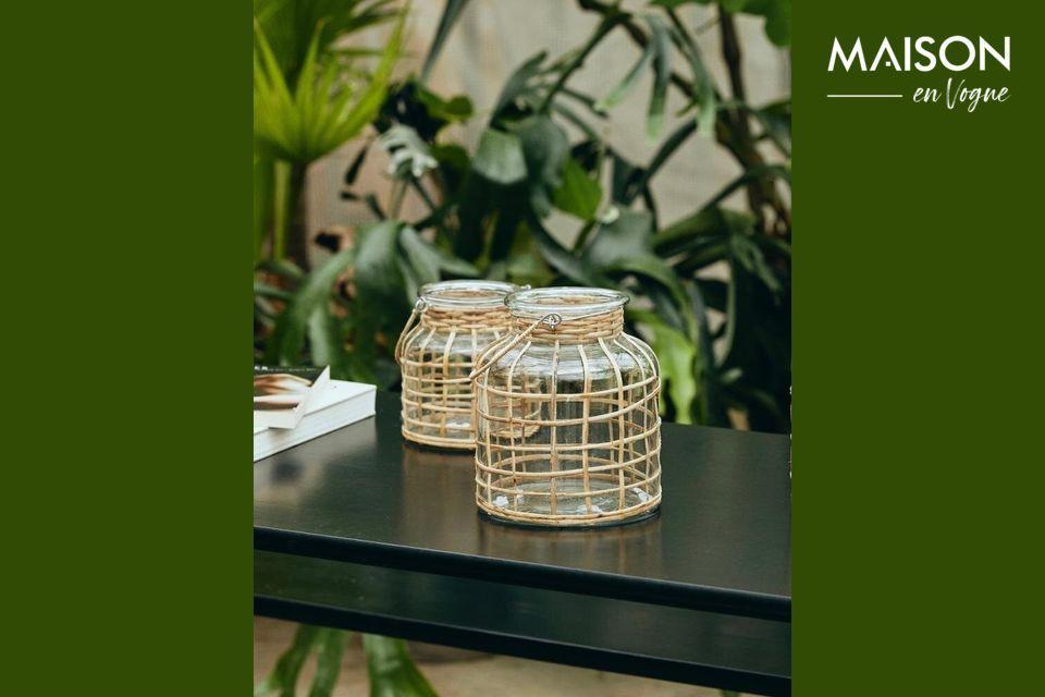 Conçue en bambou et équipée d\'un insert en verre