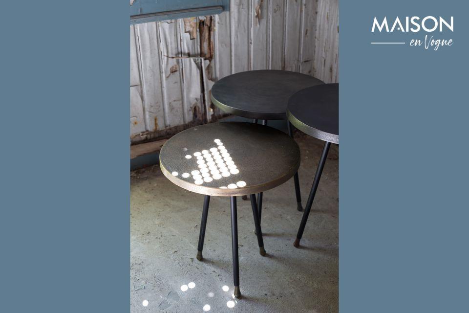 Ces tables gigognes proposées par la maison Dutchbone s\'utilisent ensemble ou seules en guise de