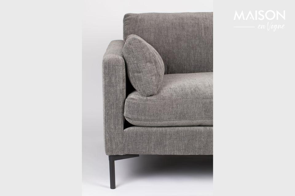 Ce large fauteuil est prévu pour une ou deux personnes