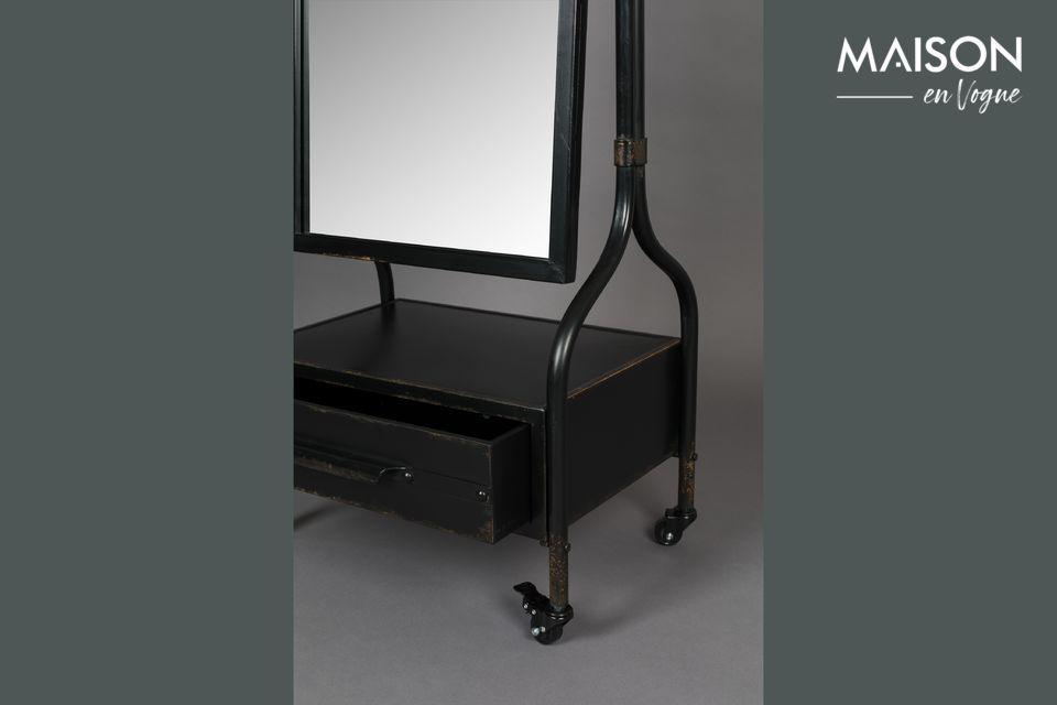 Ce miroir en verre au cadre en fer vous séduira avec sa finition à l\'ancienne et son aspect