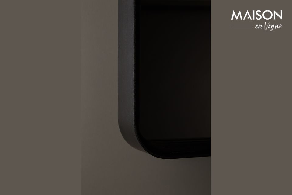Ce produit est fait d\'un cadre de forme carré en fer enduit de poudre noir