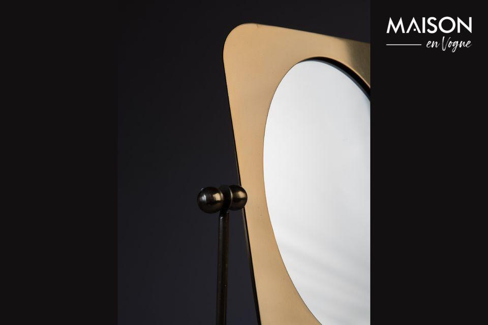 Une structure en acier inoxydable permet d\'incliner le miroir afin de l\'adapter à l\'éclairage
