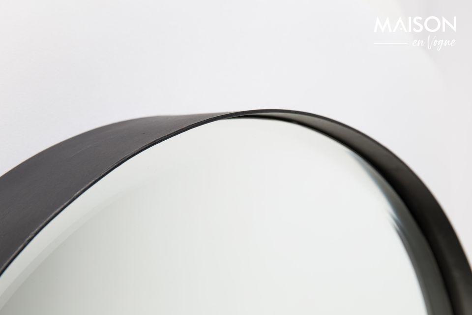 Un miroir à facettes circulaire et moderne