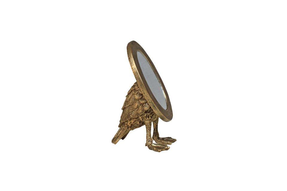 Ovale et doré, le miroir Sorbiers semble être à première vue une création classique