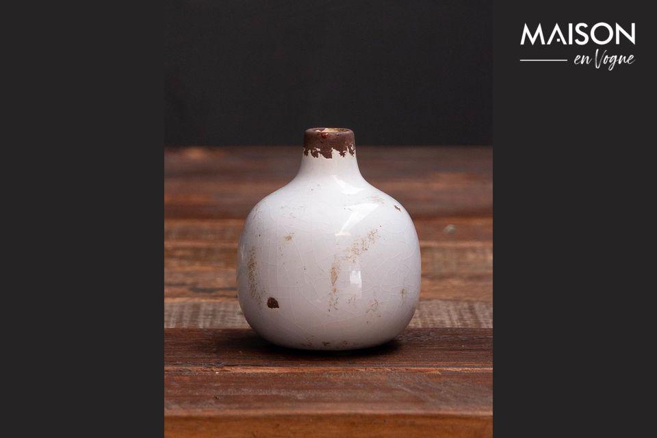 Ce petit vase trouvera sa place sur n\'importe quel meuble