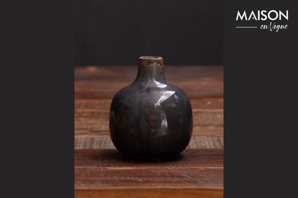 Ce petit vase en céramique trouvera facilement sa place dans votre intérieur