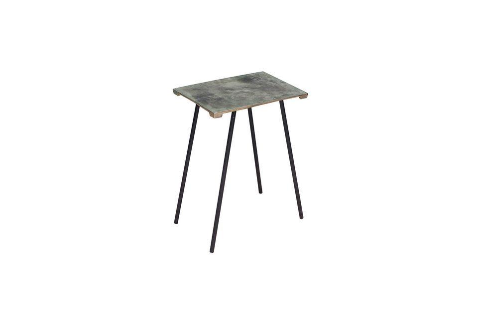 Dans le salon dans la chambre, il y a toujours une place pour cette jolie table au design moderne