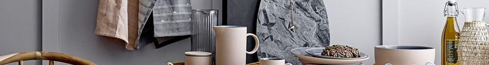 Mise en avant matière Pichet Daphne en verre transparent