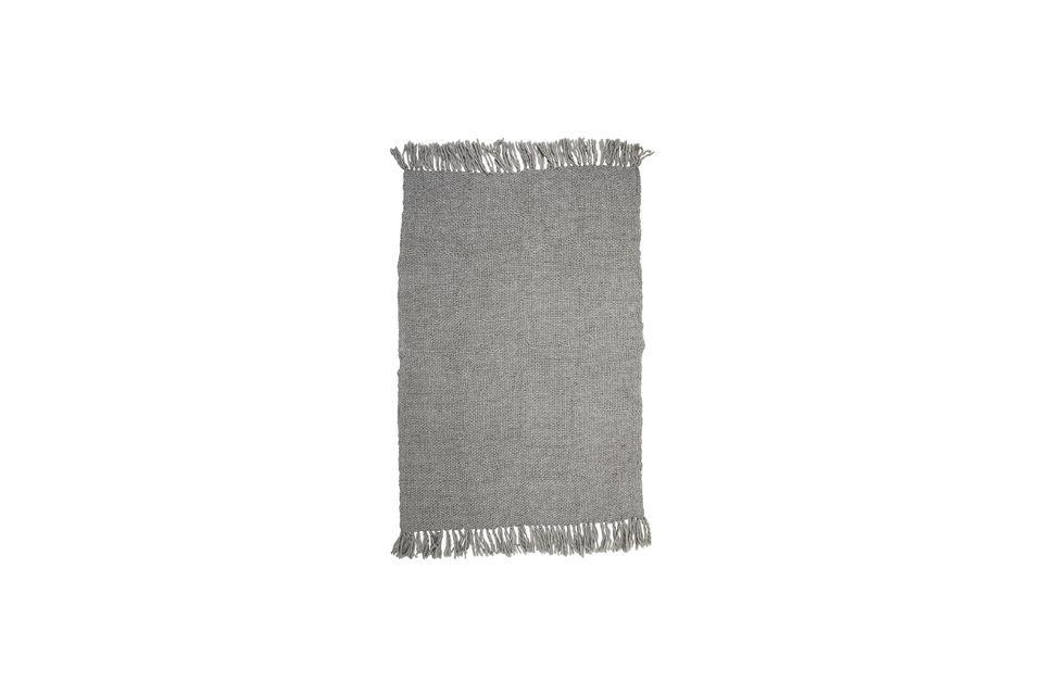 Installez-vous confortablement avec ce jeté gris ou choisissez de le placer simplement sur votre