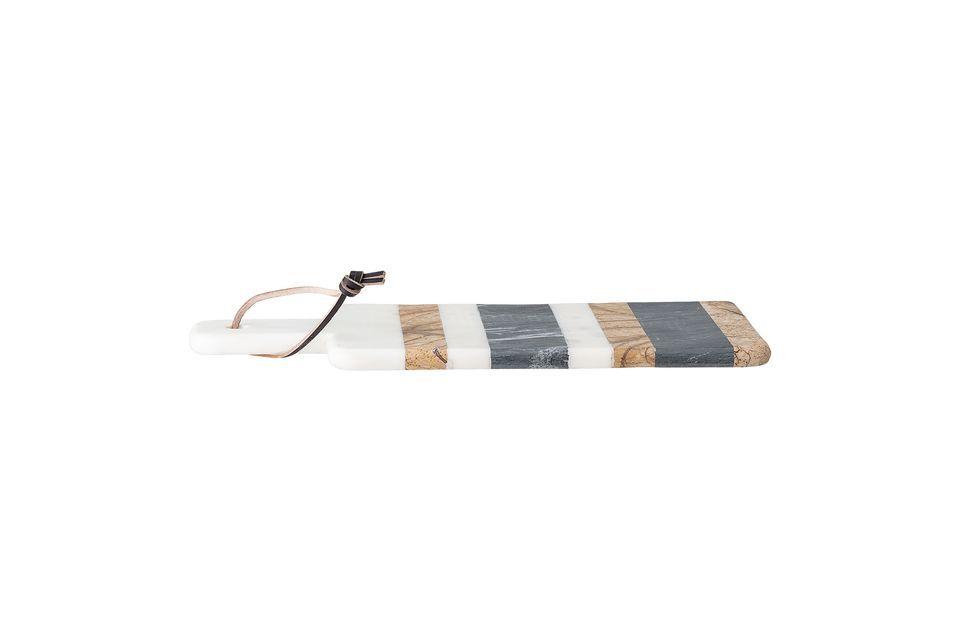 Cette planche à découper en marbre est très élégante avec ses rayures horizontales de